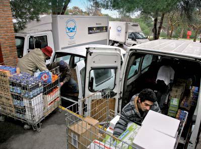 Voluntarios trabajando en Banco de Alimentos